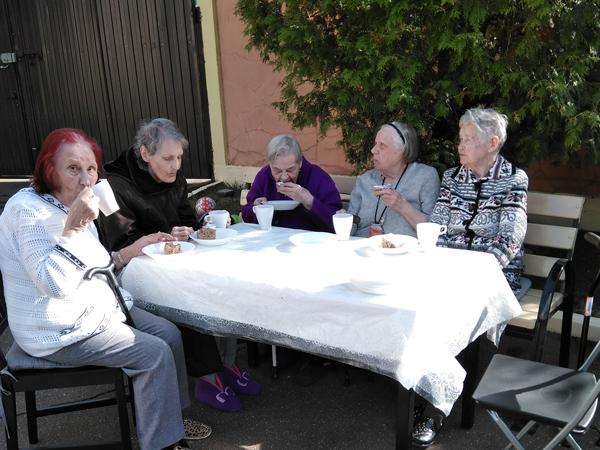 Праздник 1 мая в пансионате для пожилых людей Поколение