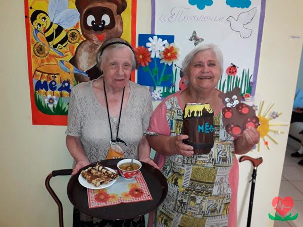 Медовый спас в пансионате для пожилых людей